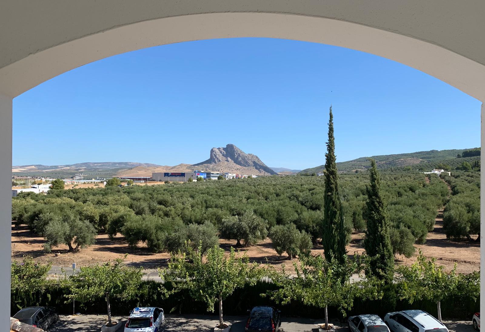 vistas desde nuestro hotel a la peña de los enamorados