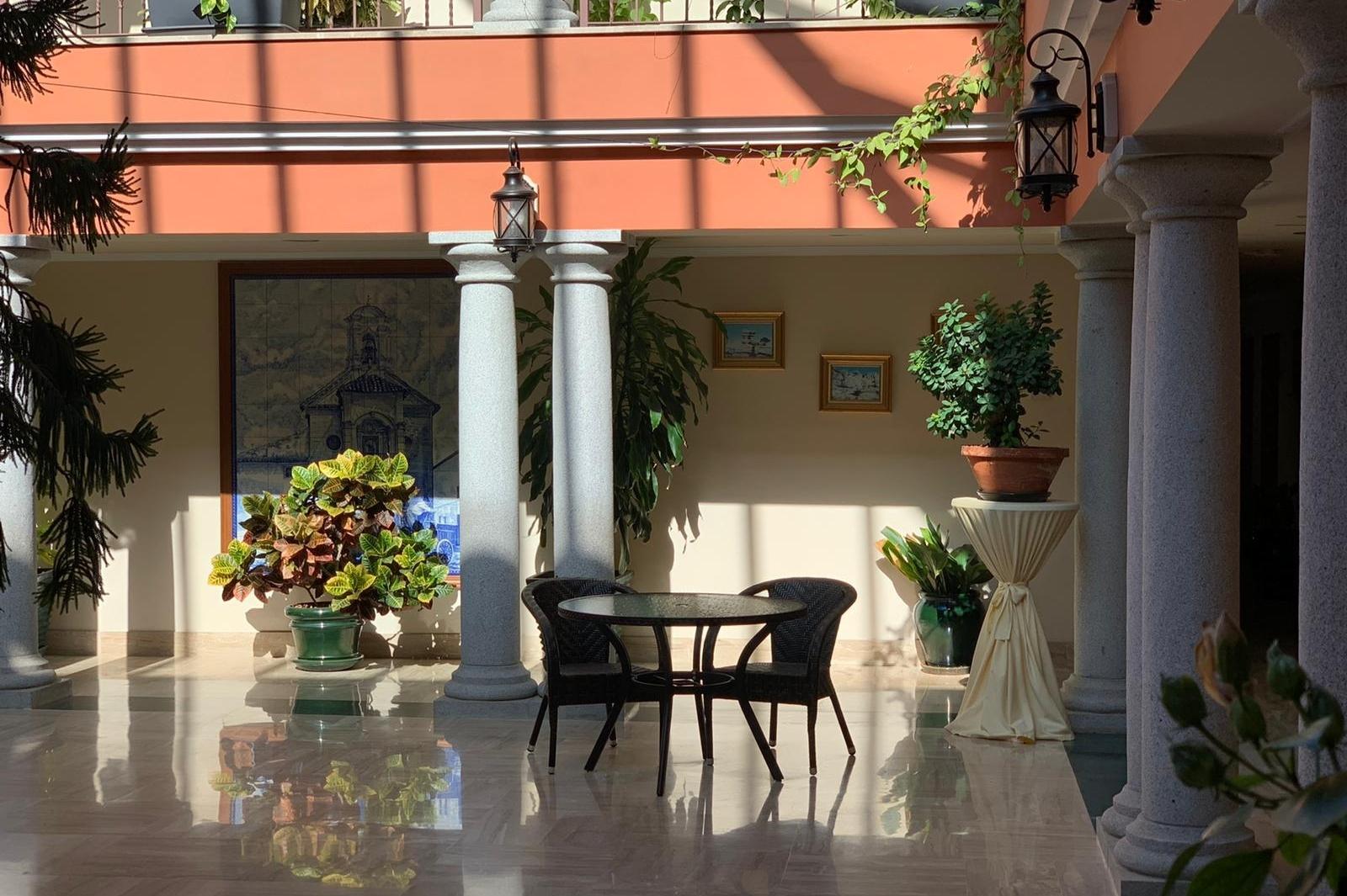 patio central hotel en antequera los dolmenes (1)