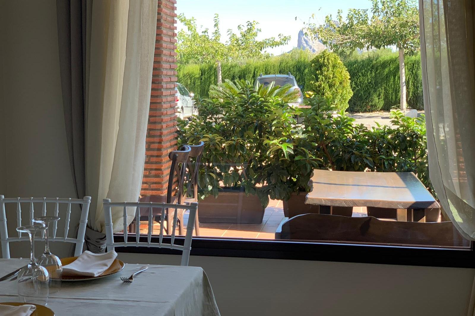 restaurante con vistas en antequera los dolmenes