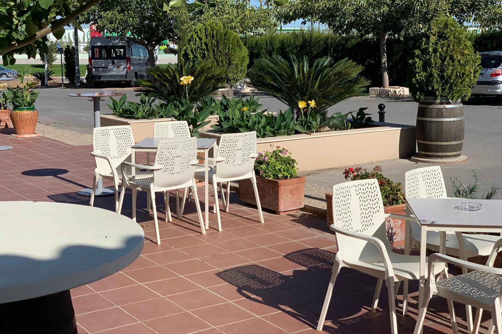 restaurante en antequera con terraza los dolmenes (2)